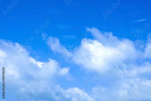 Fotografia 空の風景(青空) 清爽な雲が湧き上る青空