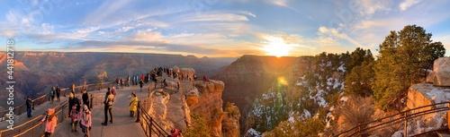 Fotografia Many People Wait For Grand Canyon Sunset
