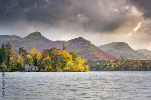 Obraz na plátne Scenic View Of Derwent Water And Catbells Against Moody Sky