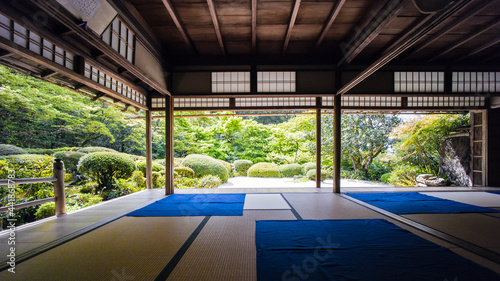 Photo A Fresh Green Garden Seen From The Tatami Room.