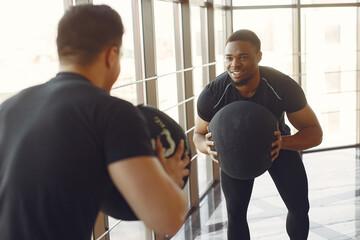 Fototapeta na wymiar Two internationals friends is engaged in a gym