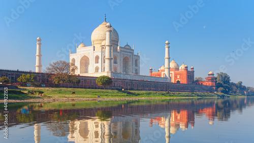 Fotografia Taj Mahal mausoleum reflected in Yamuna river - Agra, Uttar Pradesh, India