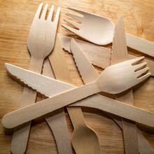 Kit Couverts Bois - Couteau Et Fourchette Sur Table En Bois