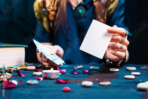 Fotografie, Obraz The fortune teller shows an empty white tarot card