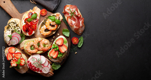 Billede på lærred Appetizers board with traditional spanish tapas set
