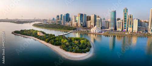 Fotografija Sharjah aerial panorama above Al Noor island and mosque and downtown rising abov