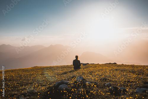 Canvastavla Tramonto monte altissimo lago di garda sul tramonto con persone
