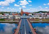 Centrum miasta Gorzów Wielkopolski, widok na bulwar wschodni i zachodni nad rzeką Warta od strony mostu staromiejskiego.