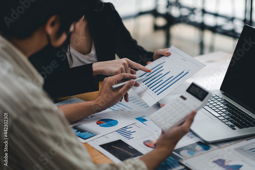 Canvas Print Close up asian business adviser meeting to analyze and discuss the situation on the financial report in the meeting room