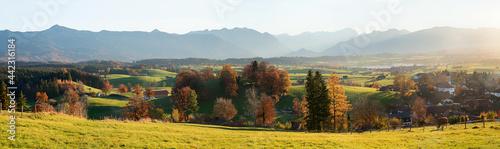 Fényképezés stunning alps view at Aidlinger Hoehe in autumn, idyllic bavarian landscape