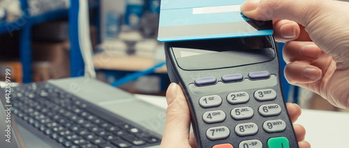 Obraz na plátně Hand of woman using payment terminal with credit card