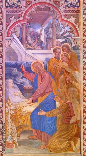 Fotografie, Obraz VIENNA, AUSTIRA - JUNI 24, 2021: The fresco of The Raising of Jairus' Daughter in the Votivkirche church by brothers Carl and Franz Jobst (sc
