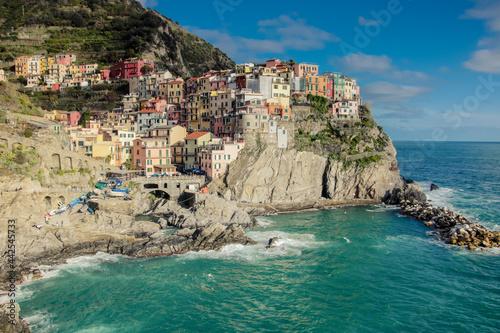 Photo Manarola est un de plus beaux villages de Cinque Terre, construite à côté d'une