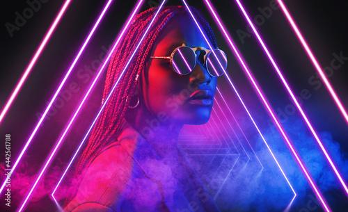 Canvas-taulu 3d render, ultraviolet neon triangular portal, glowing lines, tunnel, corridor,