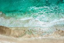 澄んだ穏やかな海 空撮
