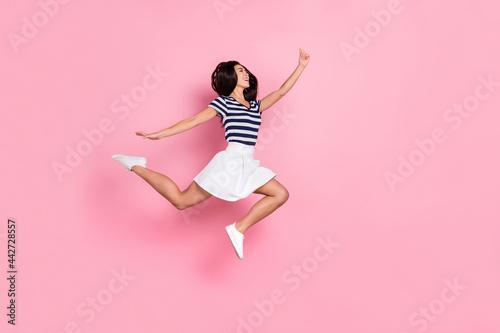 Fotografia, Obraz Full length profile photo of impressed young millennial lady jump wear striped t