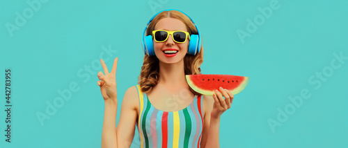 Stampa su Tela Summer colorful portrait of cheerful happy smiling young woman model posing in h