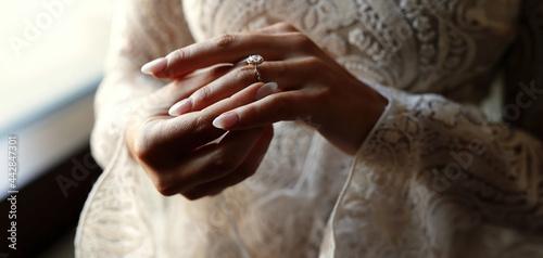 Tela bride and groom hands