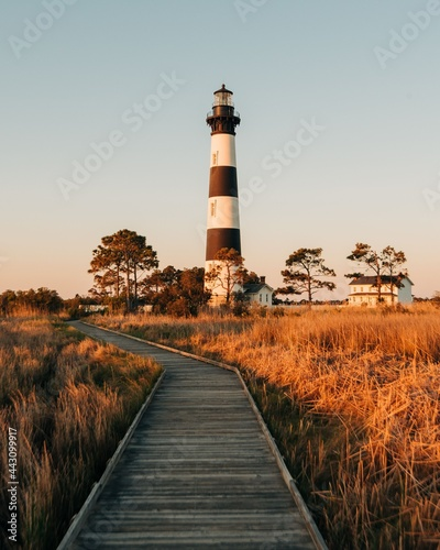 Carta da parati Bodie Island Lighthouse and marsh boardwalk trail, in the Outer Banks, North Car