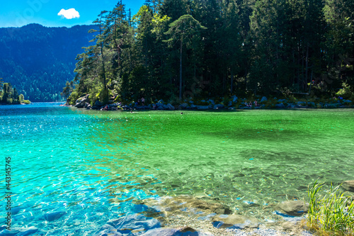 Faboulus landscape of Eibsee Lake with turquoise water in front of Zugspitze summit under sunlight Fototapet