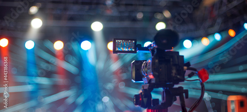 Fotografering stream at a concert in a hall without spectators