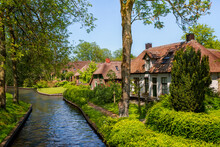 """Giethoorn, Netherlands, May 30, 2021. The Famous Village Of Giethoorn In The Netherlands With Traditional Dutch Houses, Gardens And Water Canals And Wooden Bridges Is Know As """"Venice Of The North"""""""