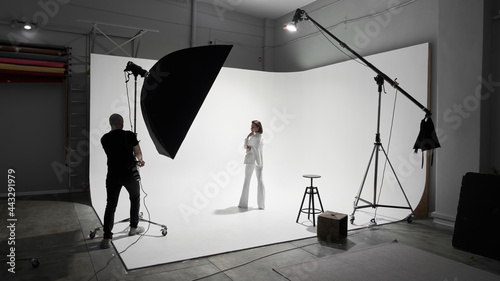 Fotografiet Fashion photography in a photo studio