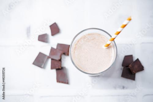 Canvas-taulu Chocolate milkshake in a glass