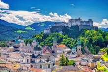 Altstadt Von Salzburg Mit Burg Hohensalzburg In Österreich