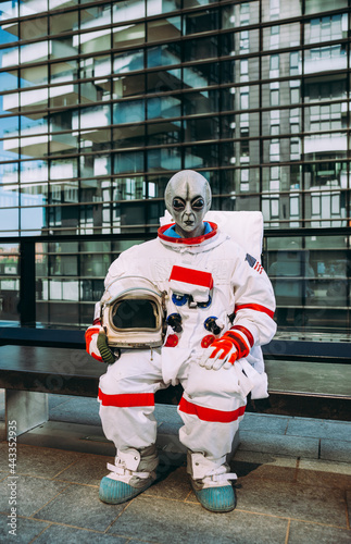 alien spaceman in a futuristic station Fotobehang