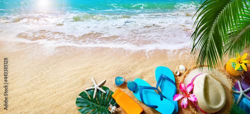 Fotografie, Obraz Ocean sand beach with sunbathing accessories