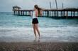 Wiatr we włosach - kobieta na plaży - wakacje all inclusive w Turcji