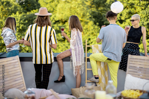 Fotomural Young stylish people enjoy view on nature from the rooftop terrace, hanging out at party outdoors