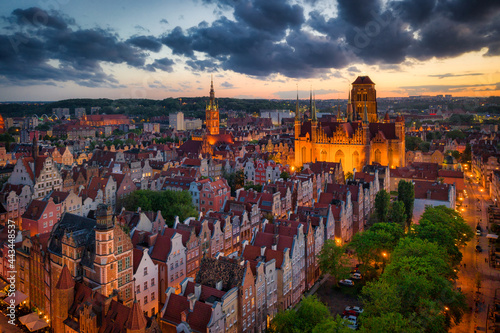 Canvas Amazing architecture of the main city in Gdansk at sunset, Poland