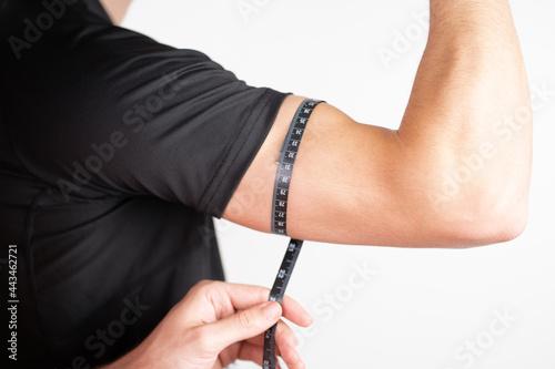 Obraz na płótnie Measurement of arm musculature