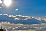 zimowe niebo i słońce w mróz