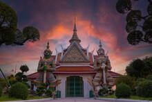 Wat Arun Ratchawaram Ratchaworamawihan , Bankok ,Thailand