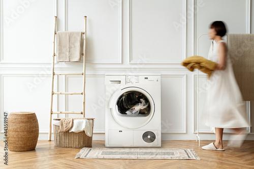 Fotografia Woman doing house chores in a Japandi interior home