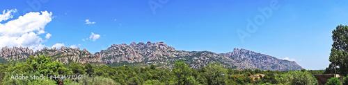 Fotografering Vista de las montañas de Montserrat con ermita de la salud  desde Collbato en Ba