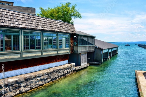 Foto Waterfront buildings, restaurant and boathouses, on the  the Skaneateles Lake
