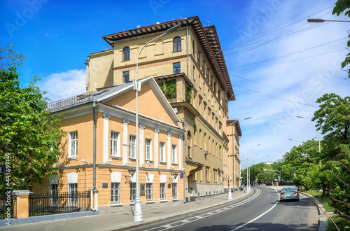 Fotografiet Gogol's house and a residential building on Nikitsky Boulevard in Moscow