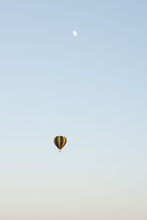 Lot Balonem, Lot Nad Miastem, Balon W Powietrzu, Balon, Lato 2021, Kolorowy Balon
