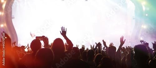 Billede på lærred Summer festival concert crowd lights