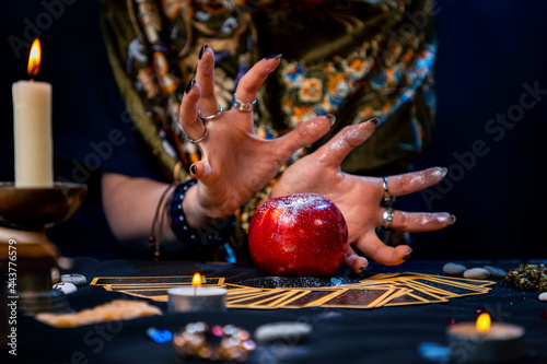 Vászonkép A fortune teller conjures a red apple lying on the Tarot cards