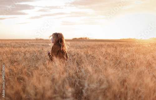 portrait of girl in a field with wheat Tapéta, Fotótapéta