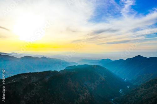 立山ドローン風景 Fotobehang
