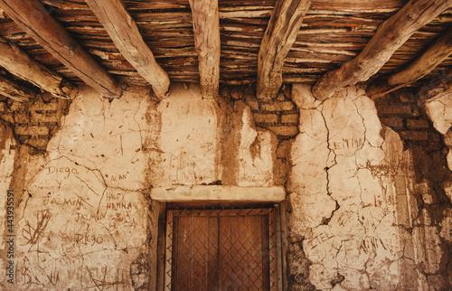 Fotografie, Tablou Casa vieja en un rancho de la sierra de sinaloa , construcción echa a  mano con