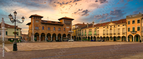 Fotografering Montagnana, ITALY - August 5, 2019: Evening city in Montagnana's central square