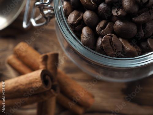 Canvas Print coffee beans and cinnamon
