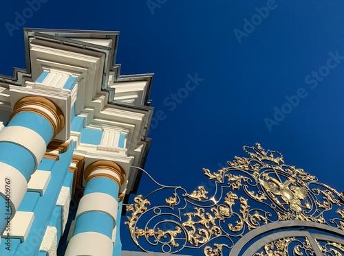 Fotografija Golden lattice of the royal palace gates